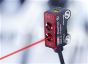 Präziser Lasersensor zur Erkennung kleinster Objekte bis 0,05 mm