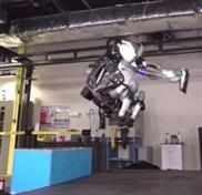 """Roboter """"Atlas"""" schafft jetzt einen Salto rückwärts"""