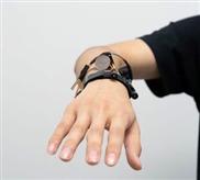 Sensor-Armband erkennt komplexe Handgesten