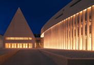 LON-Bus im neuen Landtagsgebäude von Liechtenstein in Vaduz
