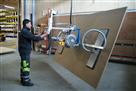 Ein GIS Vakuum-Handlingsystem zum Heben von sperrigen Holzplatten