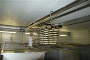 Korrosionsbeständige Edelstahl-Krananlage in der Käseproduktion
